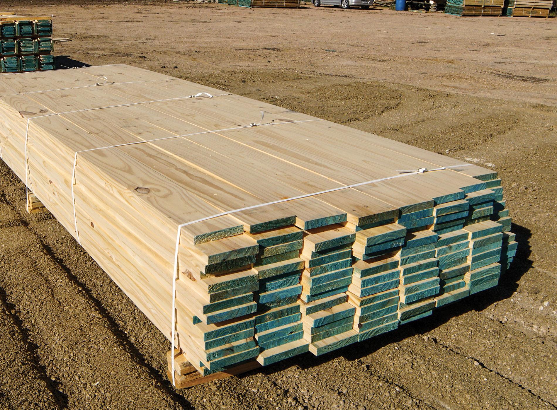 Tablas de madera cepillada