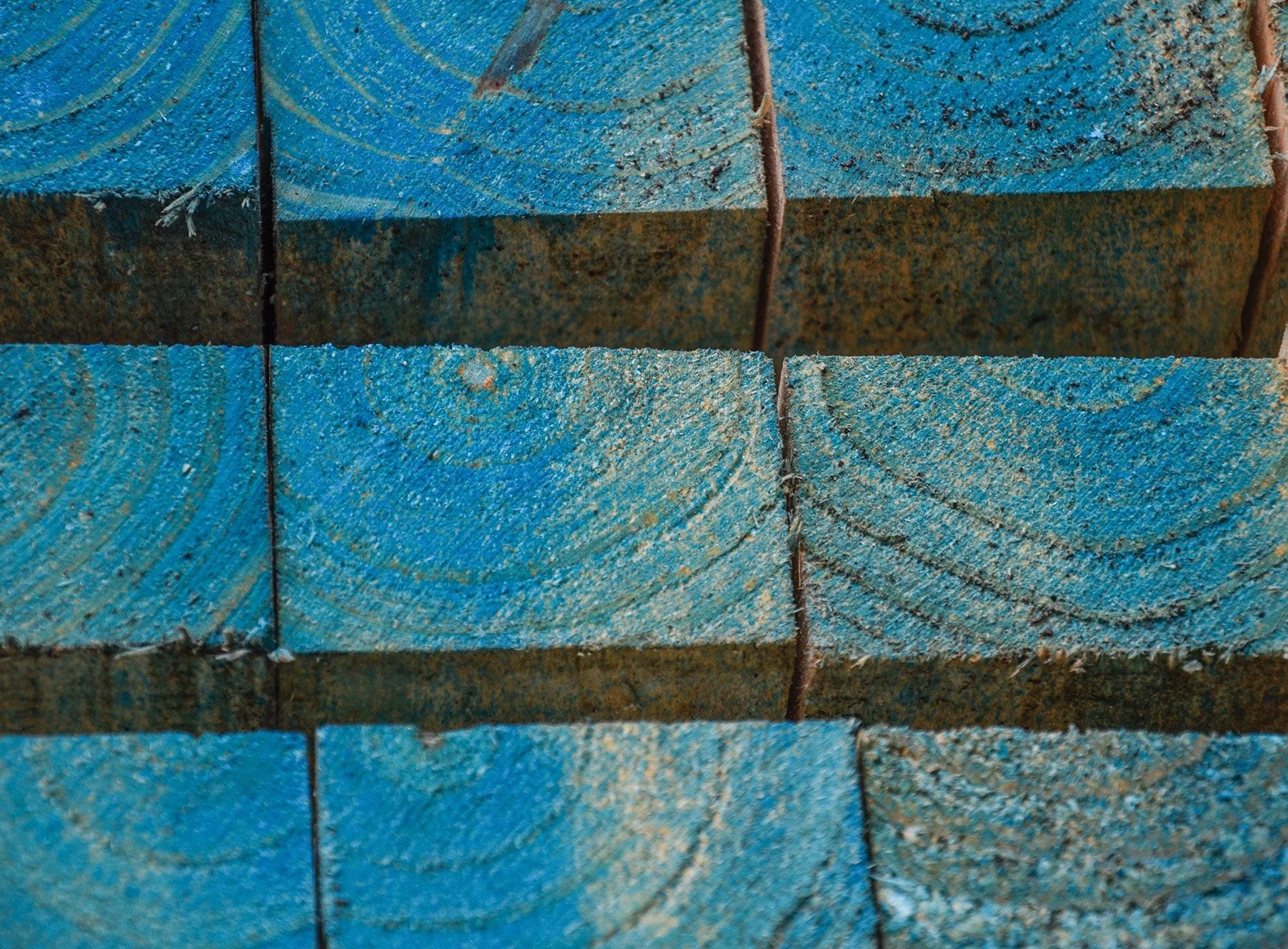 Vigas de madera seca