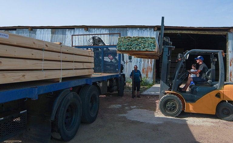 Aserradero de madera de pino en Montevideo